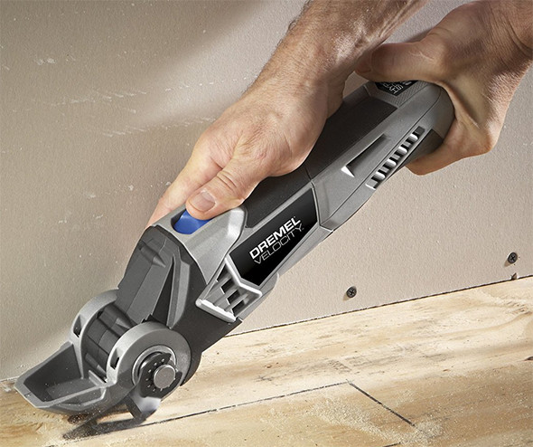 Dremel-Velocity-VC60-Cutting-a-Sheet